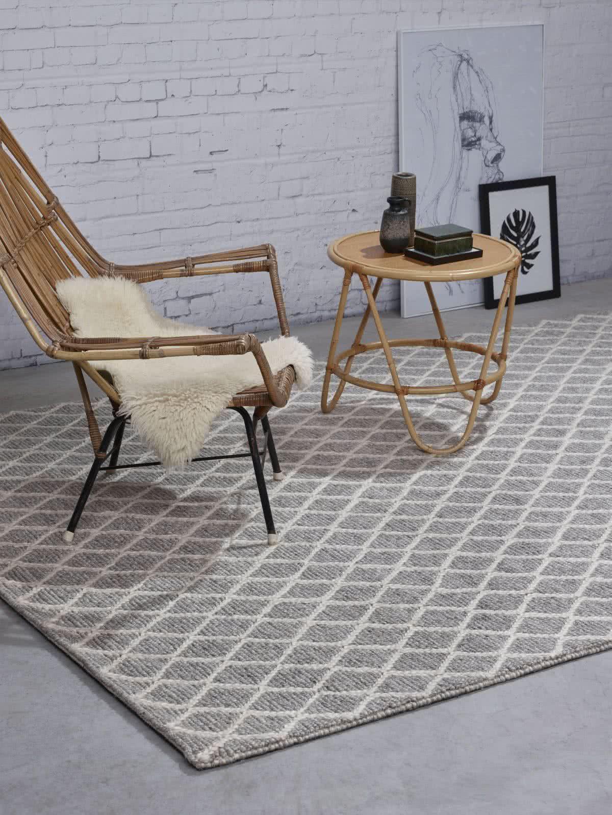 wollteppich mit rautendesign drei gr en und nach ma. Black Bedroom Furniture Sets. Home Design Ideas